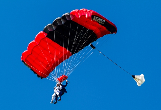 offbeat extreme wedding sky diving wedding ceremony virginia