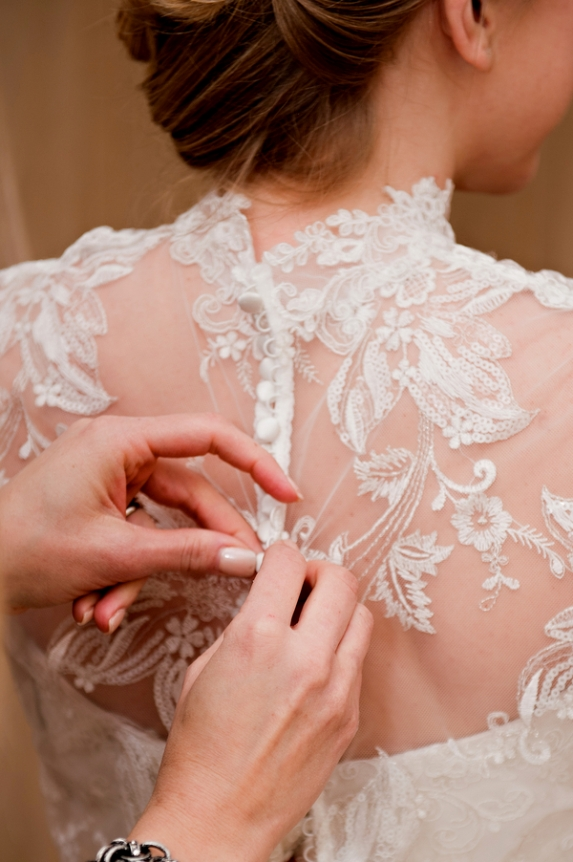 vintage wedding dress lace back