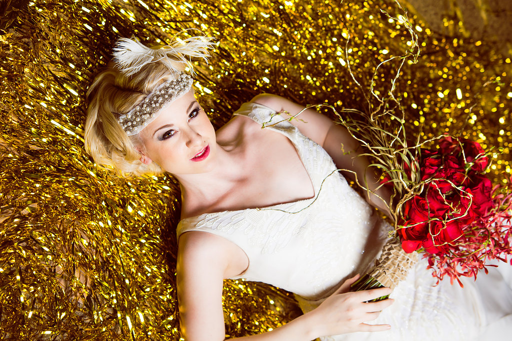 glitter gold 1920s speakeasy themed wedding (7)