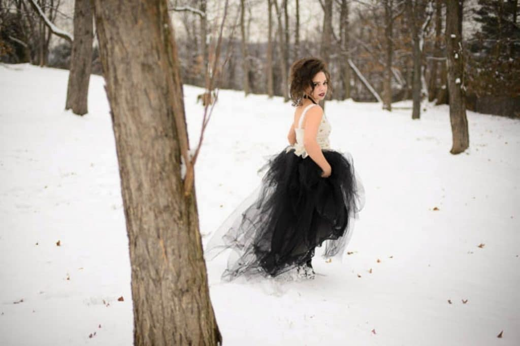 vintage gothic snow bridal inspiration pictures (10) (Medium)