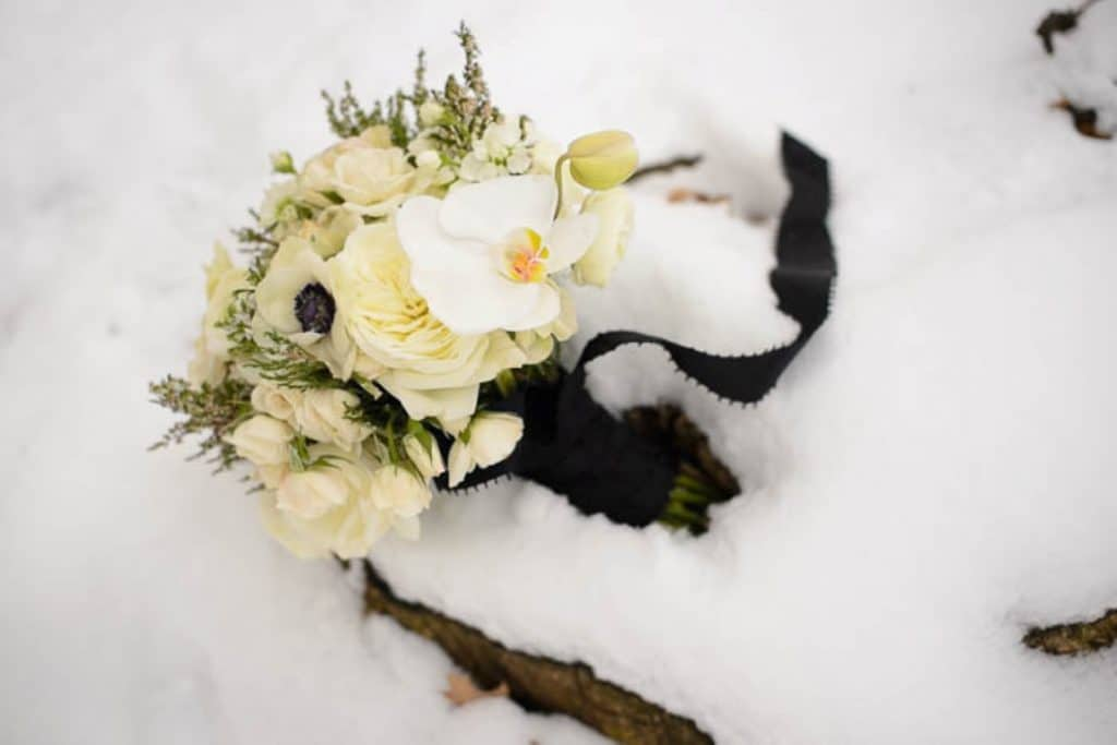 vintage gothic snow bridal inspiration pictures (12) (Medium)