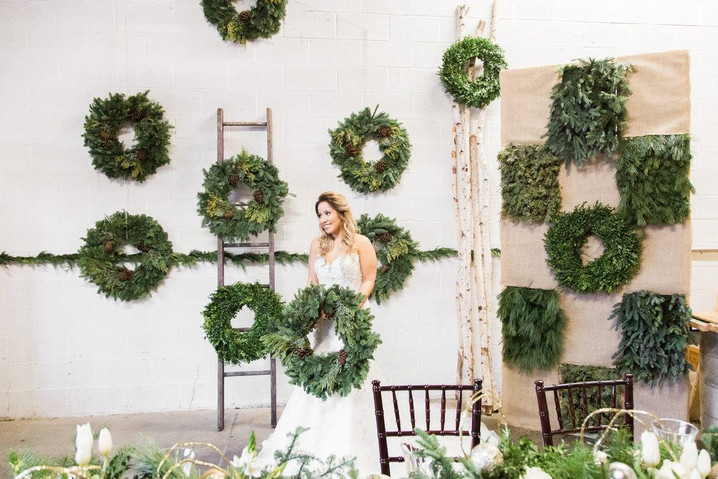 winter wreath wedding ideas (22)