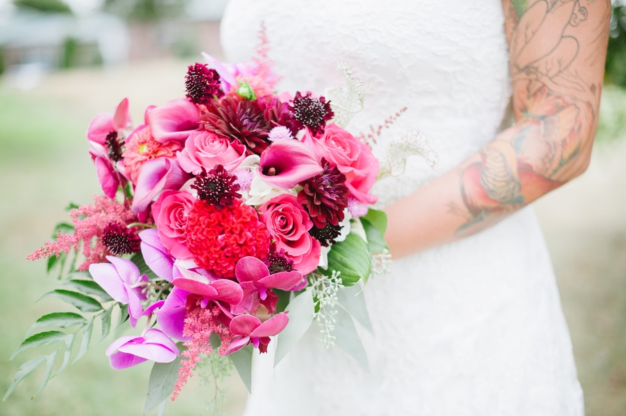 raspberry-and-gold-wedding-inspiration-tattooed-bride1