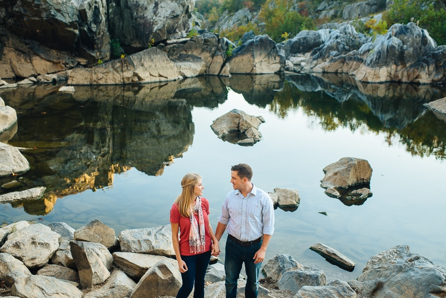 modern-bright-natural-great-falls-virginia-engagement-pictures7