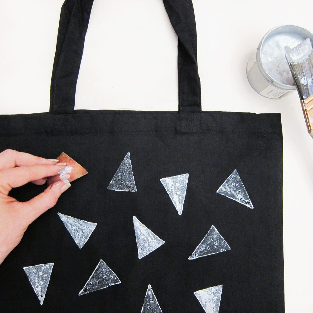 potato-printing_silver-on-tote-bag